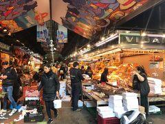 ボケリア市場。ホテルの近くには市場も有ります。ここでイベリコブタの生ハムを買って食べました。