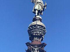 ランプラス通りをプラプラ歩いて海までくるとコロンブスの塔がありました。