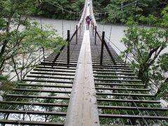 最初の塩郷の吊橋の方が怖かったので、ここはあっけなく渡った。