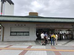 夫と二人旅なら間違いなく歩いて来たであろう、浅草とは2キロちょっとしか離れていない両国国技館までタクシーで移動。