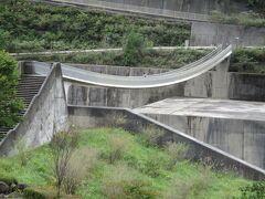 長島ダムを通ると、ここにも素敵な吊り橋が! ゴムみたい・・・