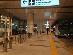 朝5:30頃の羽田空港国際線ターミナルです いよいよ韓国へ・・・ワクワクです