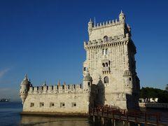 ベレンの塔。  マヌエル1世の命令により1515年に着工し、1520年に完成。もとはテージョ川を行き交う船を監視し、河口を守る要塞として造られましたが、のちに船の関税手続きを行う税関や灯台としても使われました。  この時点で9時半位。  団体ツアー客が増えてきました。