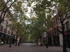 その向こうは、こんな通りです。 整備された街並み。  この辺は、アンダーグランドツアーが行われているようです。