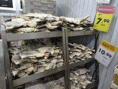 地元の人も買いに来るような庶民的なスーパーです。  干しダラいっぱい。ポルトガルらしい。