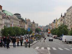 本駅からヴァーツラフ広場へ。曇りだと共産主義の影がちらちら見えるような気がします。