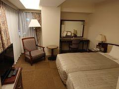 ホテルサンルート新潟。 「少し広めのお部屋です」との事で、 ツインの角部屋でした。