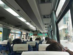 8時に秋葉原駅で友人と待ち合わせ。 そして、8:20発の「関東やきものライナー」に乗ります!!  「関東やきものライナー」って名前がかわいい。 バスの中にやきものが展示してあったり、やきものの絵が描いてあったり、、、とか想像してしまいましたが、ふつうのバスです。