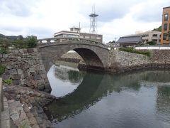 市街地に下りて、1702年に造られた「幸橋(オランダ橋)」を渡ってみました。