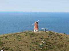 大島・・・神守る島大島  フェリーで移動してからは、雄大な自然宝庫めぐることができます  今回はバスで風車展望台・砲台跡、空と海の青に映える絵のような景色に驚かされました