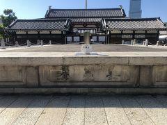 ☆石舞台☆  住吉大社の石舞台、厳島神社の平舞台、四天王寺の石舞台で「日本三舞台」です。重要文化財です。四天王寺では聖徳太子の命日(4月22日・旧暦2月22日)に法要があります。