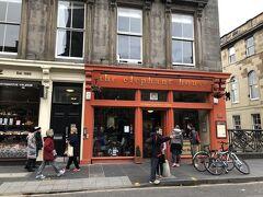 ハリーポッターが執筆されたお店も発見。