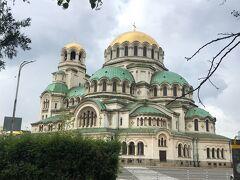ソフィアの最大の名所であるアレクサンドル・ネフスキー寺院。 バルカン半島最大にして、最も美しい寺院と言われています。 内部の撮影は有料です。