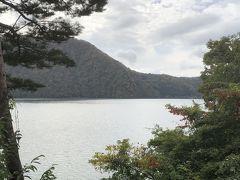 少し山道を走って、沼沢湖という湖を見にきました。人工物が写真に写り込まない湖できれいでした。