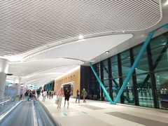 そんなこんなで機内では思ったよりぐっすりと睡眠し、定刻通りにイスタンブール国際空港へ到着。 この空港は今年の4月にオープンしたとっても新しい空港です。  新空港のあれこれはこのサイトが詳しかった。 https://torukotsu.com/2019001-istanbul-airport-info/