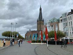 「St. Lambertus」(ランベルトゥス教会)を見ながら写真右の方へ進むと旧市街の街中へ