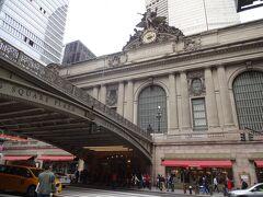 グランドセントラル 駅の歴史あるファザードです。 後日娘のと再度訪問したとき教えらたのですが、世界一大きなロレックスの時計とか!