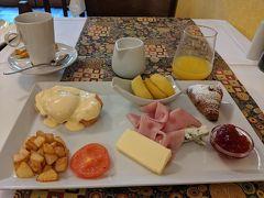 最終日の朝食は二度目のフレンチにしてみました。エッグベネディクト、最高~~(≧Д≦)!!  これで6種類の朝食をほぼ制覇(^^)。FIT Breakfastだけ食べ損ねたけど…他の方が注文したのを見たら、グラノーラやヨーグルト、フルーツなどが中心の朝食でした。  朝食後、スマホからフィンエアーのチェックインを済ませました。これで帰りの便も一安心。