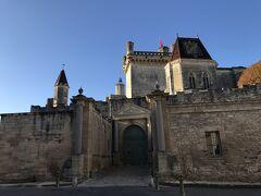 ユゼス公爵邸。 内部は見学できるのですが、この日行く予定を考え、 外観だけみるだけにします。
