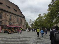 福音教会を左に見て、ルードヴィヒ通りを西へ