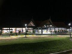 夜のシェムリアップ空港
