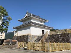 2003年に復元された稲荷櫓。