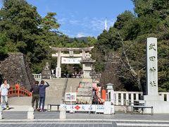 武田神社。武田家三代の館・躑躅ヶ崎館跡に立つ信玄公を祀る神社。