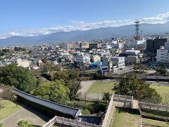 本丸天守台から甲府市内を見下ろす。