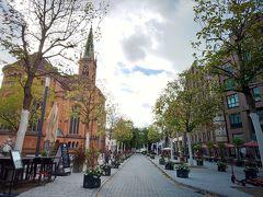 さて、インマーマン通りを抜けて旧市街の方へ歩きます。 「Johannes Church」が見えてきました。この通りすてき~