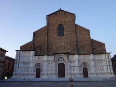 ボローニャの守護聖人「サンペトロニオ」を祀るゴシック様式の建物の教会