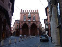 ボローニャの斜塔の近くにあるメルカンツィア宮殿