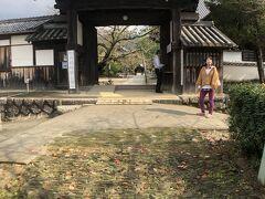 12:13 橘寺西門から入りました。  拝観料350円