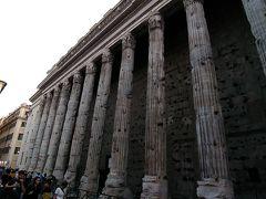 このアドリアーノ神殿跡、ほぼ2000年前のものです。 まるでギリシャ神殿のようです。 朽ちている様子が歴史を感じさせます。