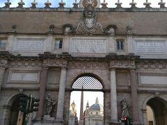 地下鉄で向かったのは、Flaminio駅。 駅のすぐ近くがポポロ広場。 この門からローマ観光のスタートです。