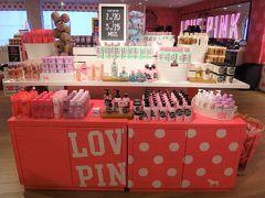 ハワイ・アラモアナ【PINK - Victoria's Secret】  【ヴィクトリアシークレット ピンク】アラモアナセンター店の写真。  ピンクと言えばこちらも・・・( *´艸`)  https://www.victoriassecret.com/pink
