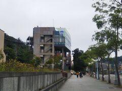 地下鉄を上がって徒歩5分くらいのところにロープウェイ乗り場があります。