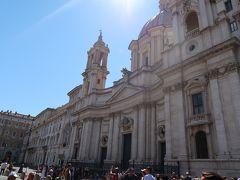 7<サンタニェーゼ・イン・アゴーネ教会> とても倒れそうにない立派な教会は、ベルニーニと不仲だった建築家「ボッロミーニ」の建てた「サンタニェーゼ・イン・アゴーネ教会」 古代ローマ時代に、僅か12才で殉教した「聖アグネス」を祀る教会です。 昼休みで教会は閉まっていました。残念。