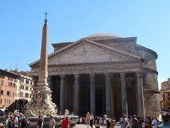 9<パンテオン> ナヴォーナ広場から5分ほどのところにあるのが「パンテオン」 名前は、ギリシア語の「Pan theos」(全ての神)に由来し、様々な神々を祀る神殿として、西暦128年に建てられました。(無料) 約2000年も前に、よくこんな巨大な神殿を建てたものです。