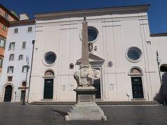 16<サンタ・マリア・ソプラ・ミネルヴァ教会> パンテオンのすぐ横にある教会が「サンタ・マリア・ソプラ・ミネルヴァ教会」です。和訳すると「ミネルヴァ神殿の上のサンタ・マリア教会」となり、古代神殿の上に建てられた教会です。 「小さな美術館」と言われるくらいすばらしい絵画や彫刻があることで有名で、入ろうと思ったのですが、昼休み中でここも入れませんでした。