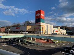 近くにあるスーパーマーケット。中心商店街のお店は寂しい限りになっていて、こういう所で買い物してるのでしょうね。