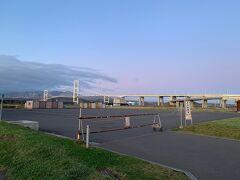 地球岬から白鳥大橋そばの道の駅までは、路線バス1本です。結構便利。