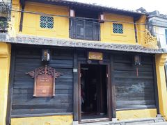 次に入るのはタンキーの家(進記家)  ホイアンの伝統家屋です。