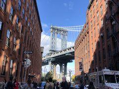 うわー!かっこいい!!!  天気良くて、ブルックリン橋の間からエンパイアステートビルが見える!! 感激。  たぶん右の橋に近い最上階がMr.ロンリーボーイ ダンの家。 良い場所に住んでるじゃ~ん!! 前回来ることができなかったから、やっと、やっとだよ~。 xoxo