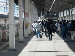 満席で出発したにもかかわらず、かなりの人が、宇都宮で降りてしまう。 東京から約1時間。ここで、JR日光線に乗り換え。