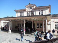 由緒ある駅舎が今も現役、日光駅。