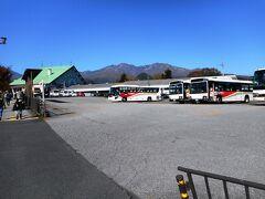 日光駅から西へ、東武の駅へ移動、とちゅうにある東武バスの駐車場。