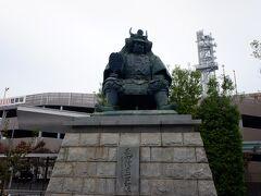 10月27日(日) 山梨(甲斐国)のヒーロー、といえばやはり武田信玄公でしょう。駅前に立派な銅像があります。