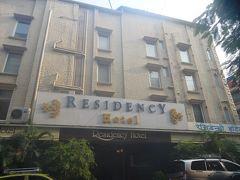 ムンバイでの宿泊は、レジデンシーホテル フォートムンバイ 1泊無料分を使用して差額1631円支払い。 フォートの中にあり、とても良い立地できれいなホテルでした。 空港からプリペイドタクシーで1時間弱、680ルピーでした。