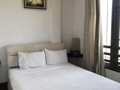 ヴィエンチャンに着きました。 チェックインしたのはアバロンホテルという名のB&B。