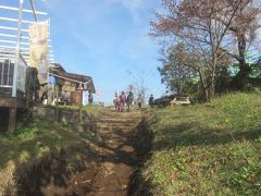 11:00  ほぼ山頂の清水茶屋に到着 登り始めてから50分 思ったよりは時間がかかりませんでした